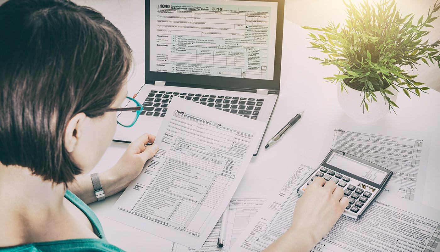 https://tickertapecdn.tdameritrade.com/assets/images/pages/md/Moth camouflage: Busting tax filing myths, starting with brokerage account 1099 deadlines