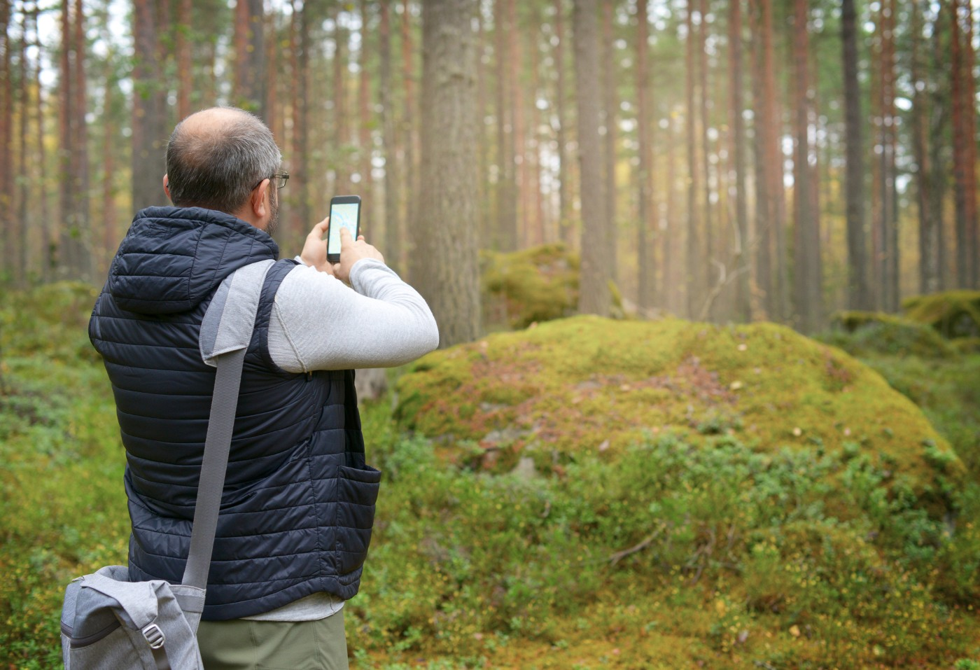 https://tickertapecdn.tdameritrade.com/assets/images/pages/md/Man in woods using mobile map app: Seeking direction? Average Directional Index