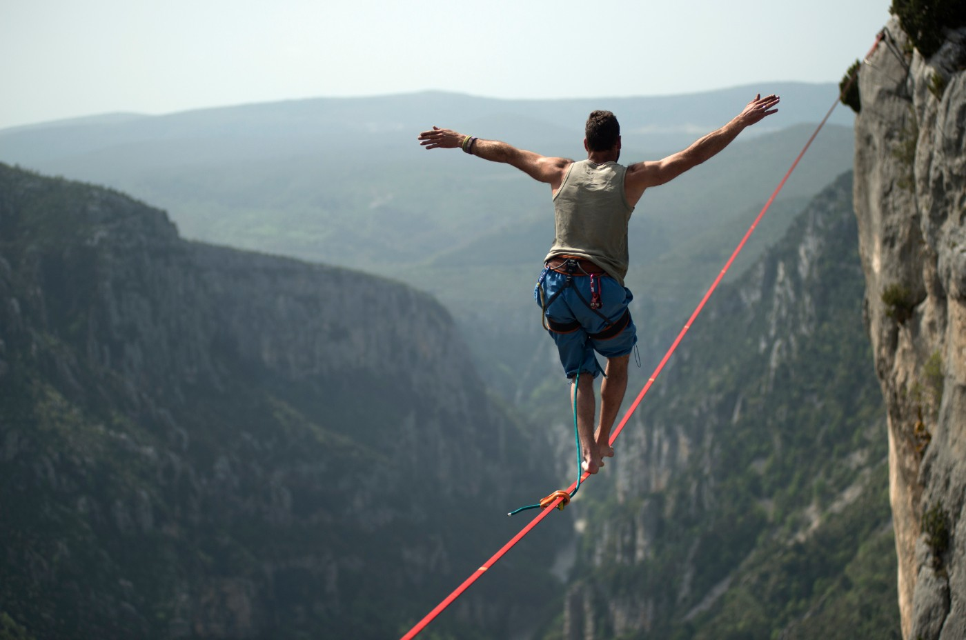 https://tickertapecdn.tdameritrade.com/assets/images/pages/md/Balancing on a tightrope: How to balance a portfolio