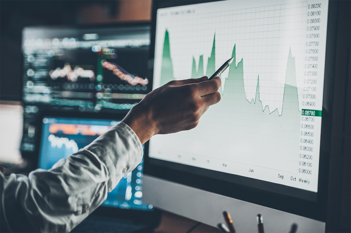 https://tickertapecdn.tdameritrade.com/assets/images/pages/md/Man looking at stock market charts and financial information on computers