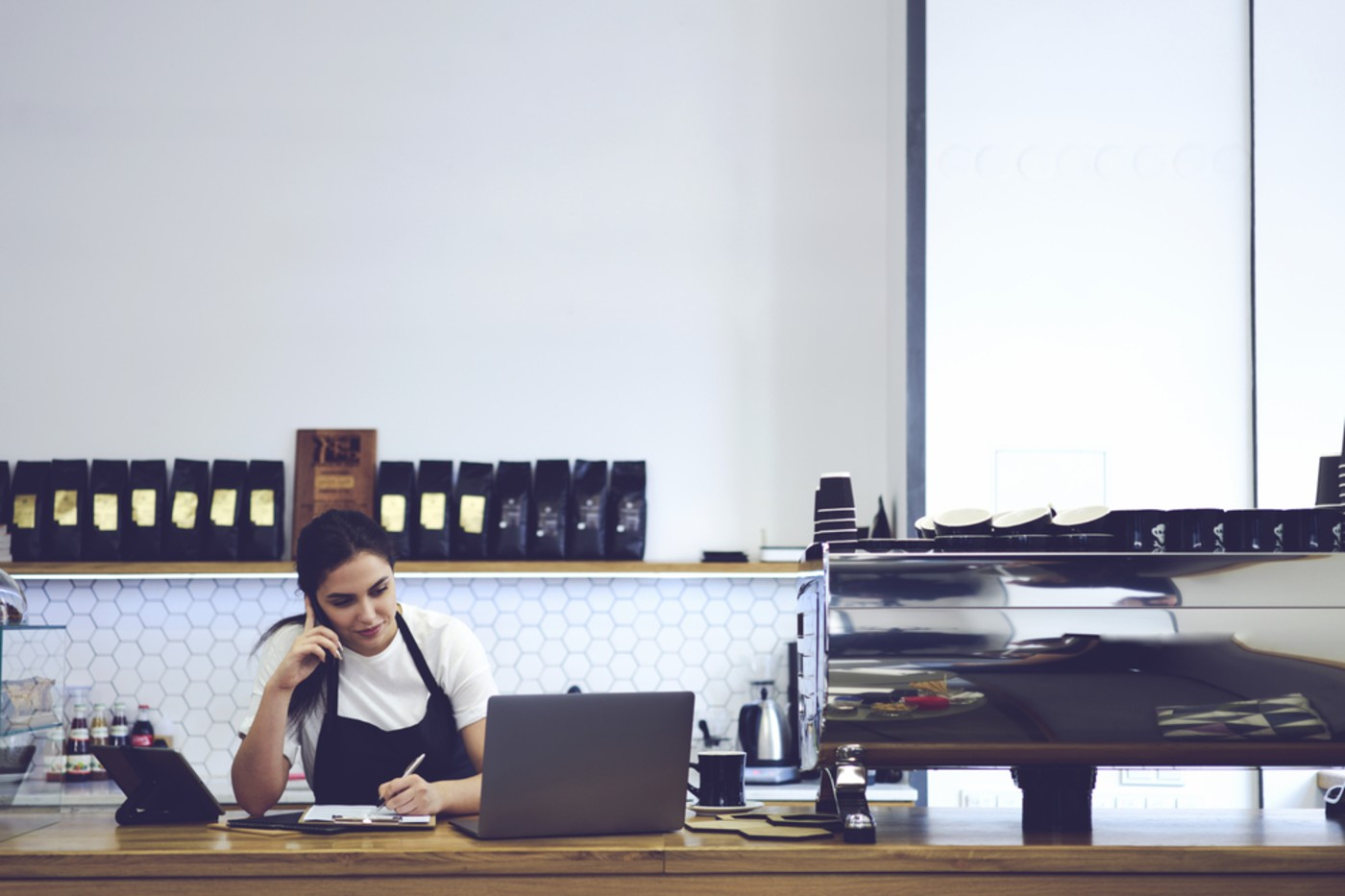 https://tickertapecdn.tdameritrade.com/assets/images/pages/md/Woman working at coffeeshop