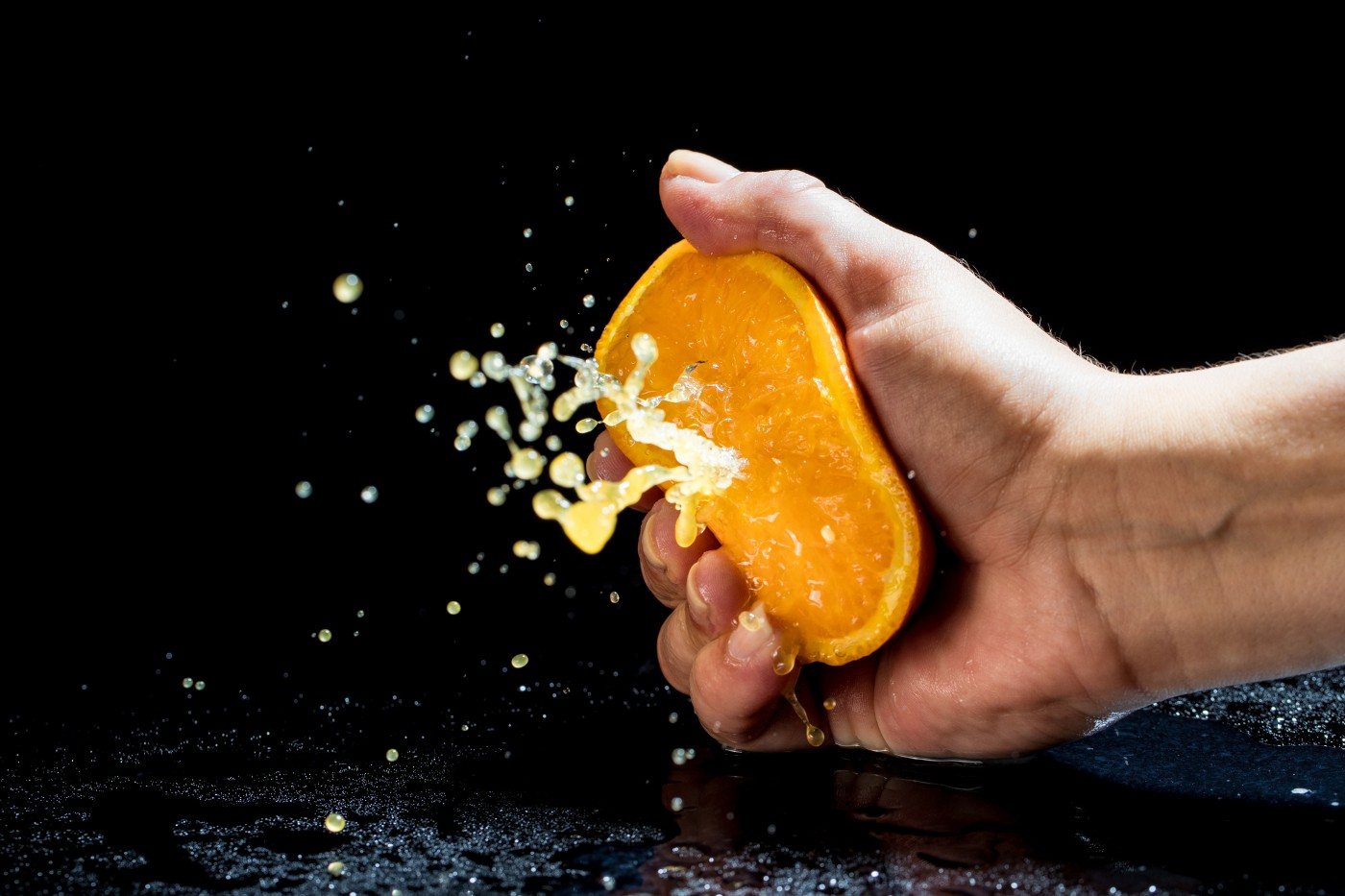 https://tickertapecdn.tdameritrade.com/assets/images/pages/md/Hand squeezing an orange: Earnings volatility crush