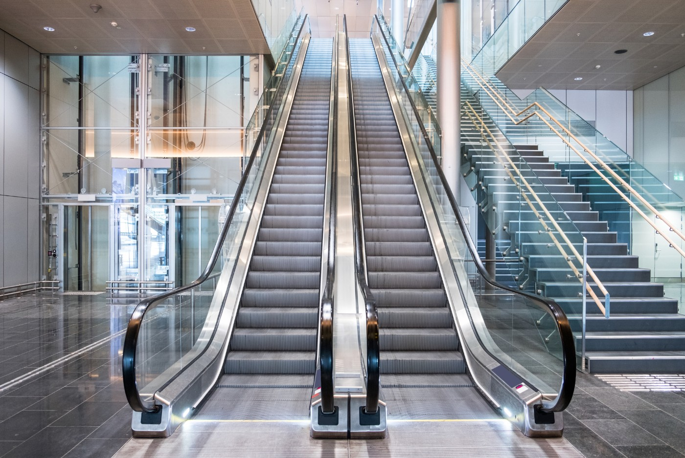 https://tickertapecdn.tdameritrade.com/assets/images/pages/md/Empty mall: retail shopping trends