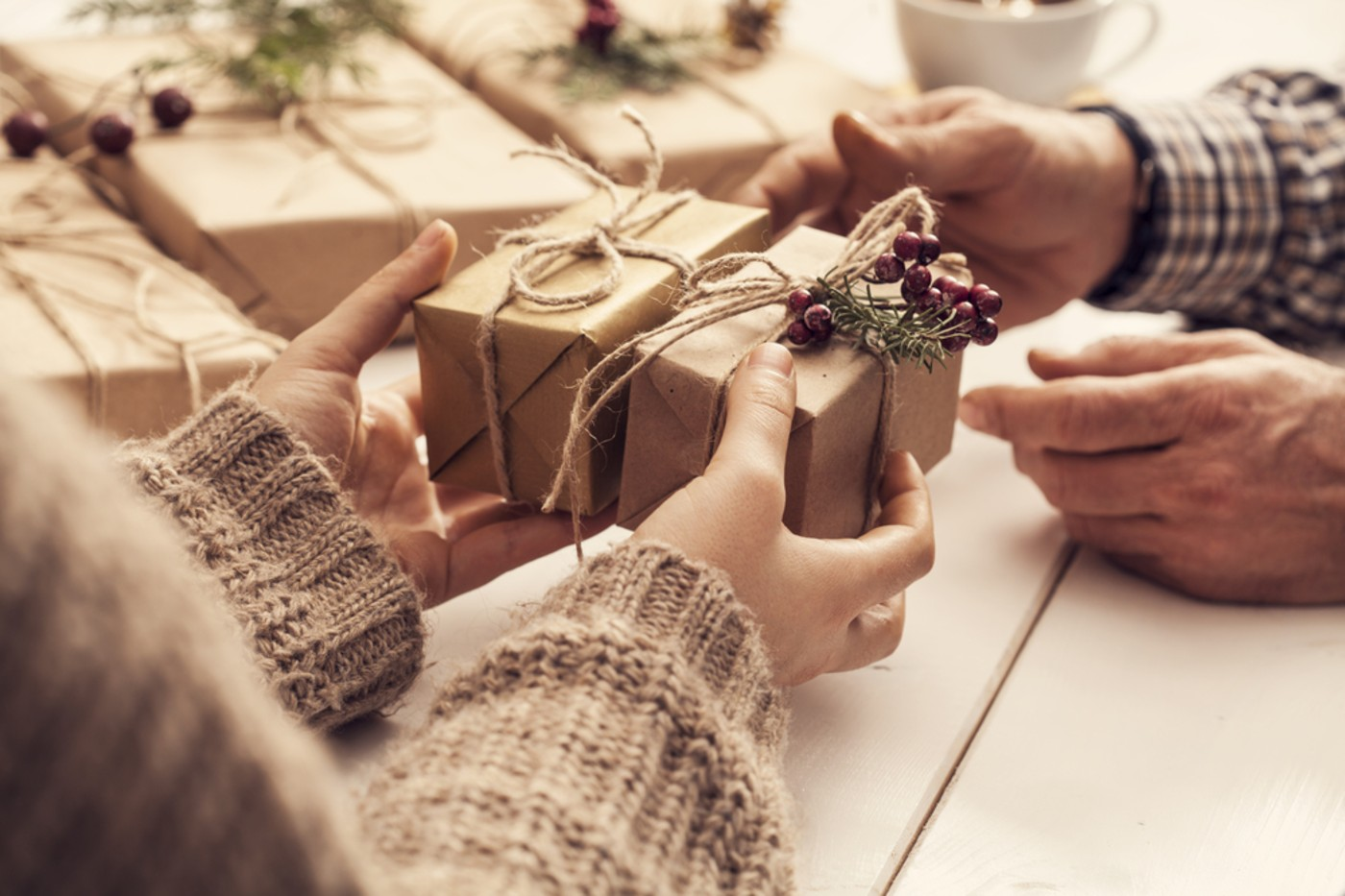 https://tickertapecdn.tdameritrade.com/assets/images/pages/md/Several family members giving gifts around the holidays