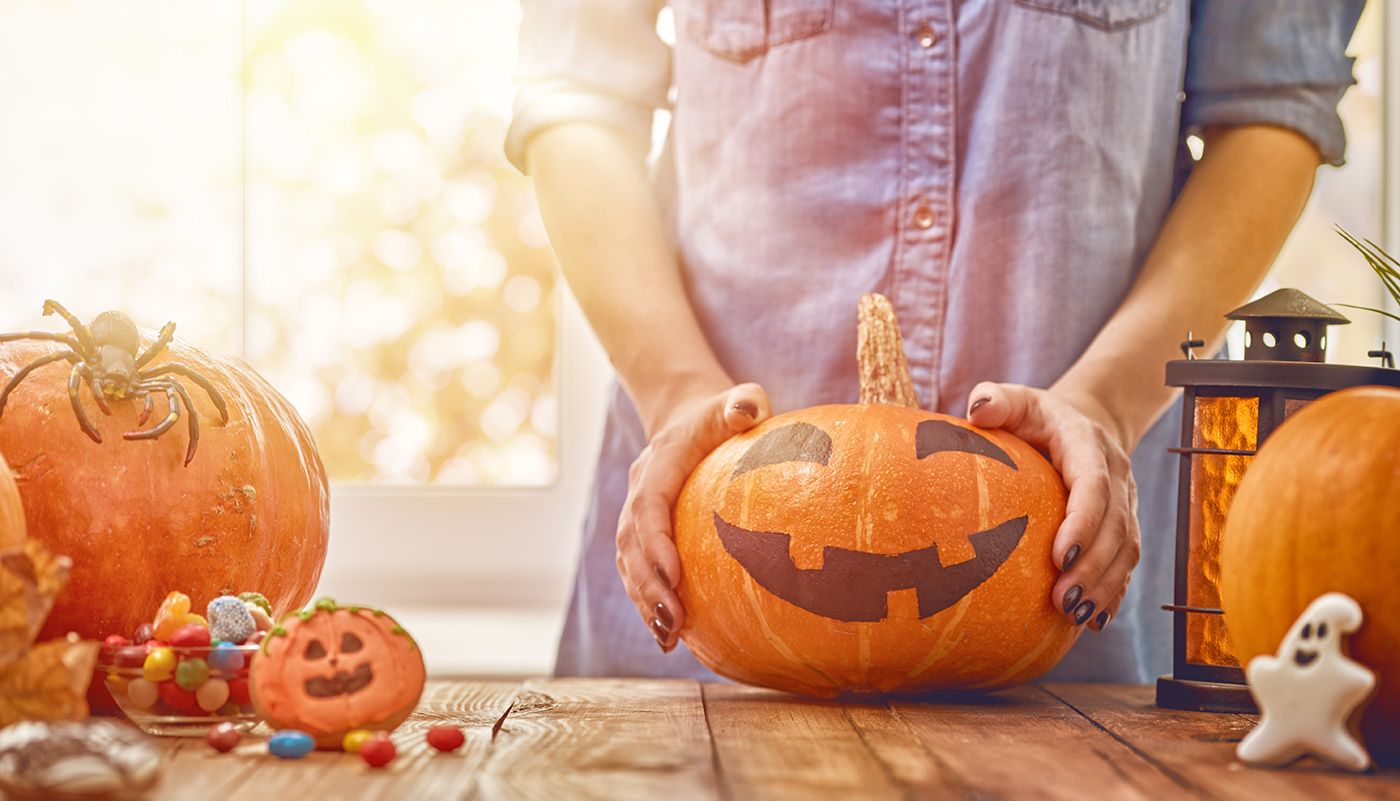 https://tickertapecdn.tdameritrade.com/assets/images/pages/md/Halloween: Ideas for investing in holiday business