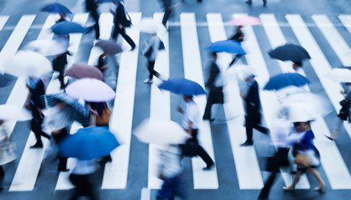 https://tickertapecdn.tdameritrade.com/assets/images/pages/md/People Walking With Umbrellas: Investment strategies to help weather rising interest rates