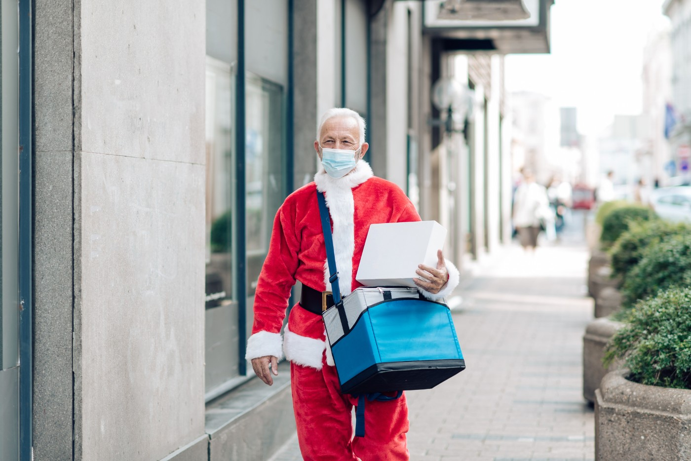 https://tickertapecdn.tdameritrade.com/assets/images/pages/md/Masked Santa: Retailers and Holiday Spending 2020
