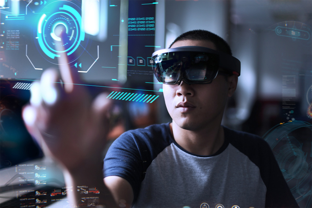 https://tickertapecdn.tdameritrade.com/assets/images/pages/md/Man using virtual reality