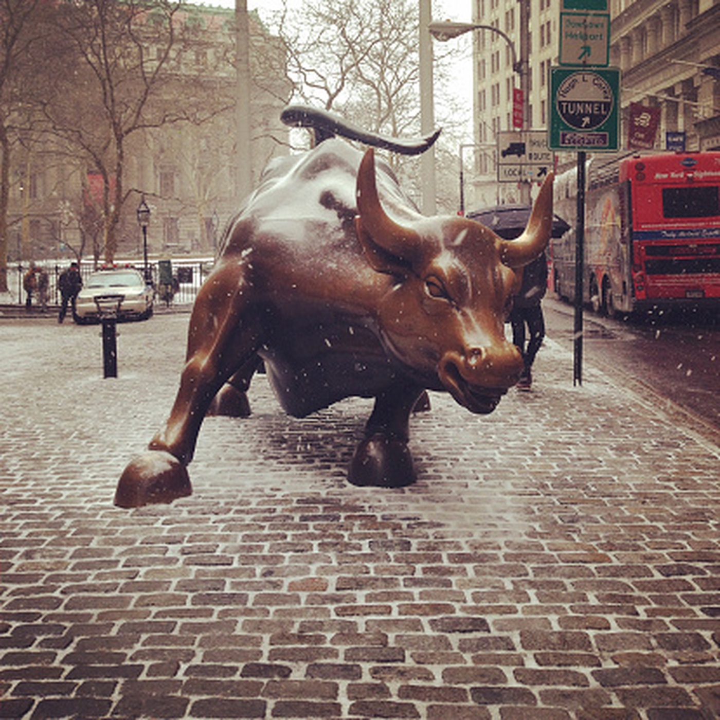 https://tickertapecdn.tdameritrade.com/assets/images/pages/md/Wall Street Morning