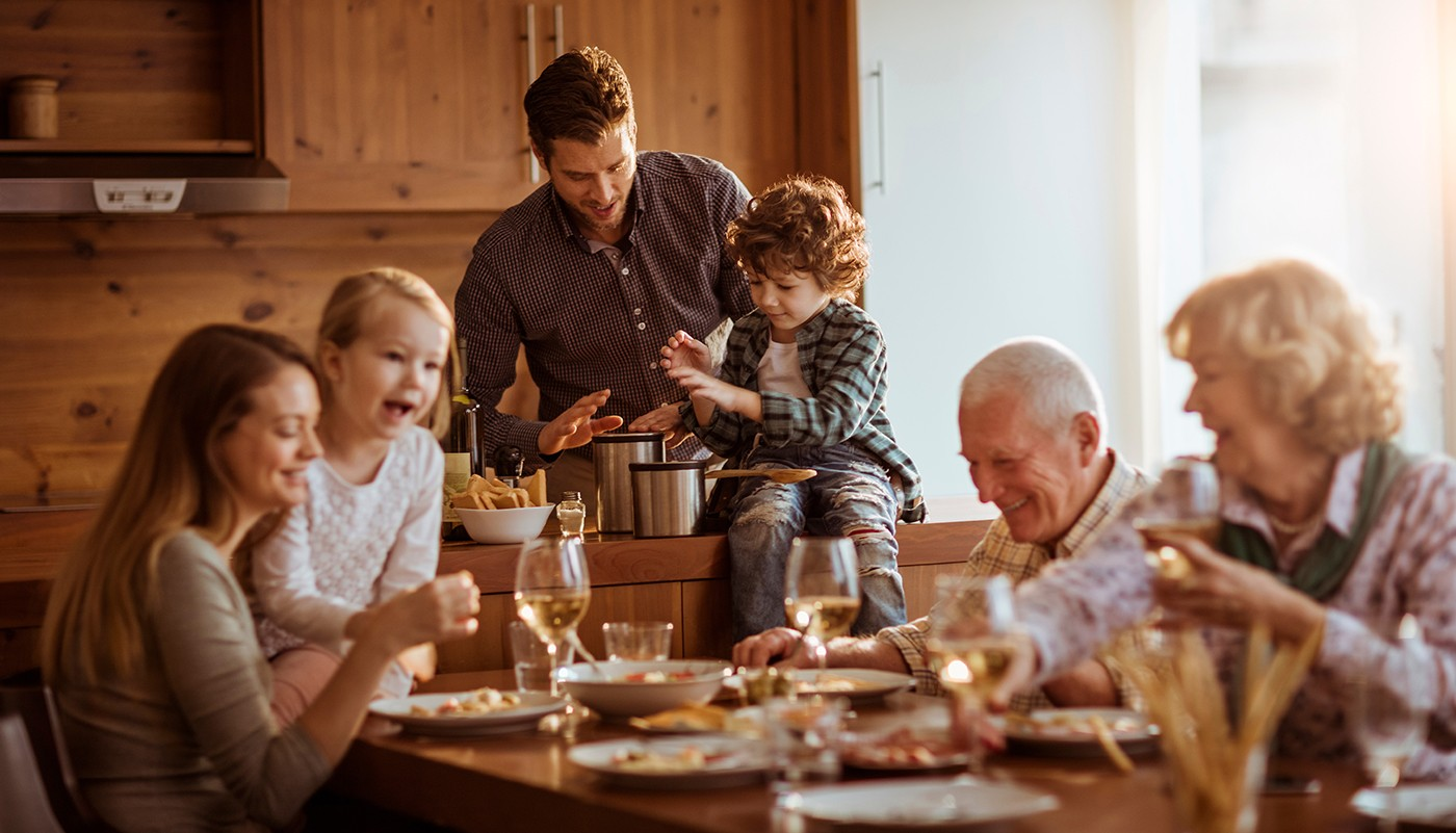 https://tickertapecdn.tdameritrade.com/assets/images/pages/md/Multigenerational family: Naming beneficiaries is an essential part of retirement planning