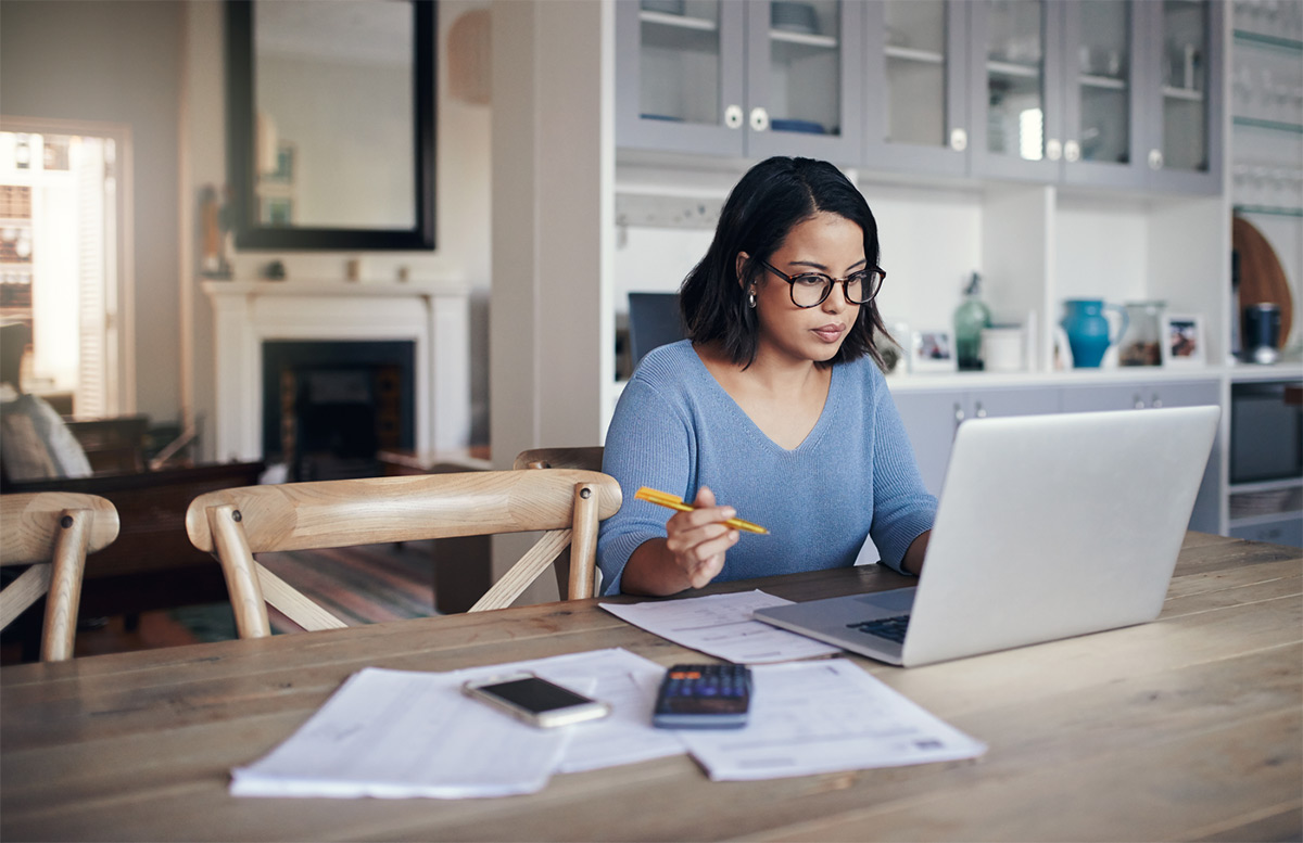 https://tickertapecdn.tdameritrade.com/assets/images/pages/md/woman at work: managing household on one income