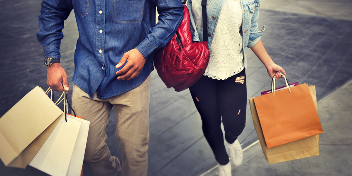 https://tickertapecdn.tdameritrade.com/assets/images/pages/md/A man and a woman walking with shopping bags