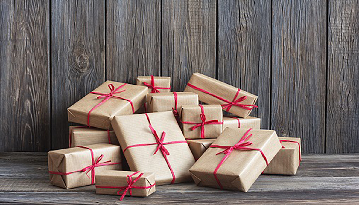 https://tickertapecdn.tdameritrade.com/assets/images/pages/md/Pile of wrapped presents in front of wall