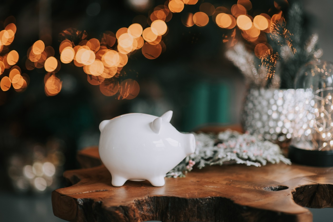 https://tickertapecdn.tdameritrade.com/assets/images/pages/md/piggy bank: ideas for spending or saving your bonus