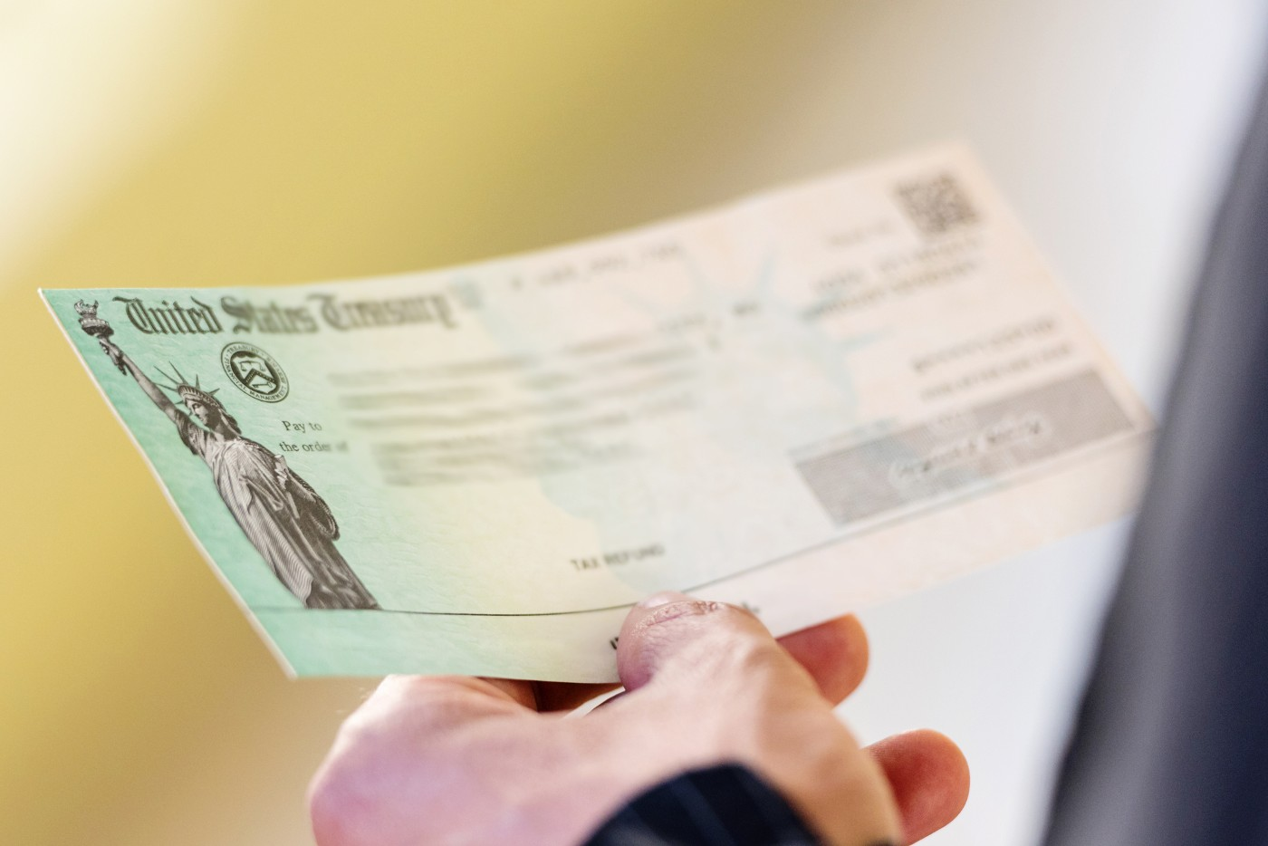 https://tickertapecdn.tdameritrade.com/assets/images/pages/md/Person holding a check: 5 ideas for tax refund cash