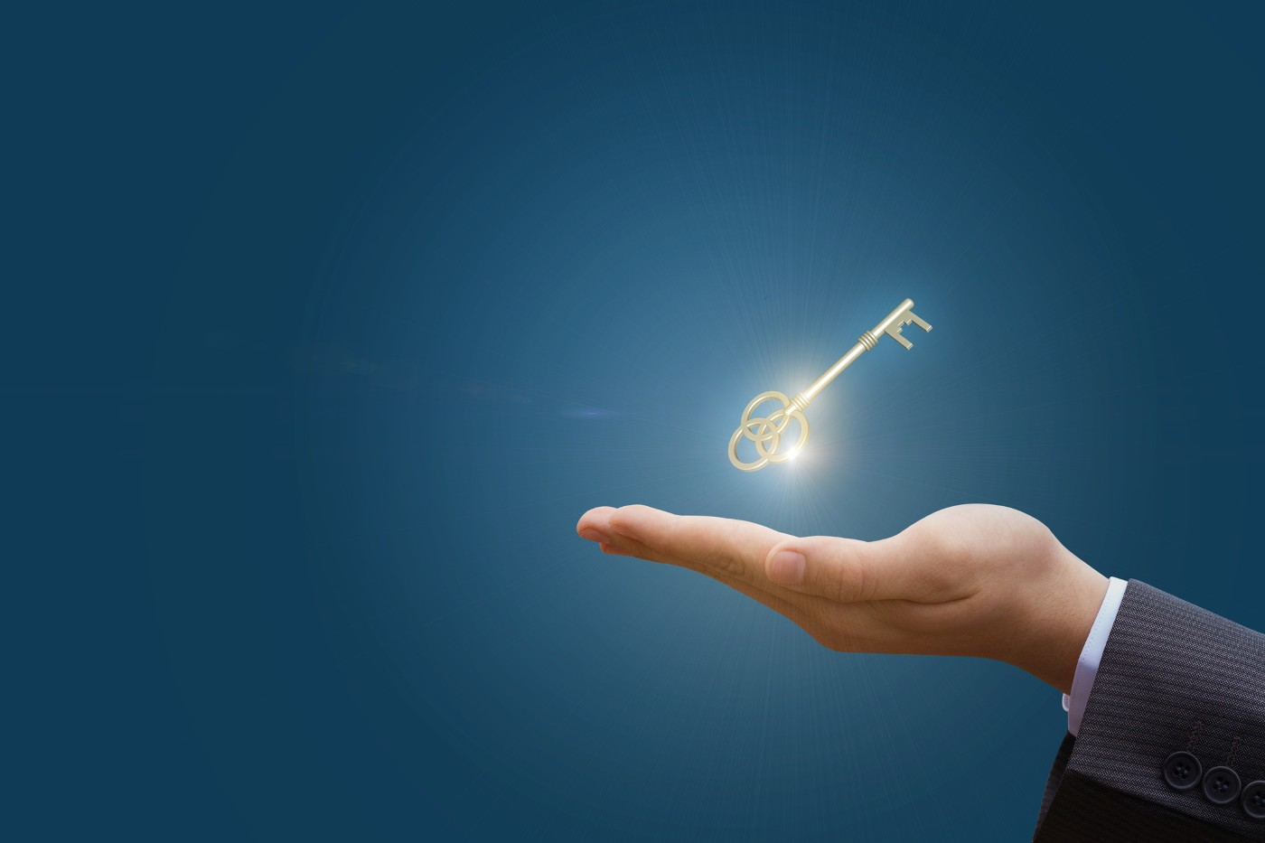 https://tickertapecdn.tdameritrade.com/assets/images/pages/md/Hand holding a golden key: How to manage trading success
