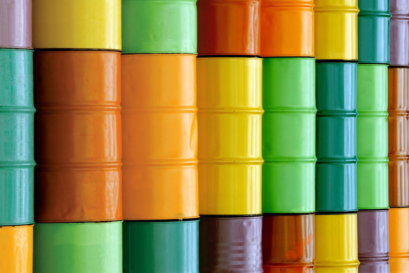https://tickertapecdn.tdameritrade.com/assets/images/pages/md/colorful oil barrels: trading crude oil futures
