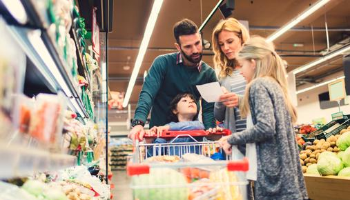 https://tickertapecdn.tdameritrade.com/assets/images/pages/md/Family shopping in grocery store